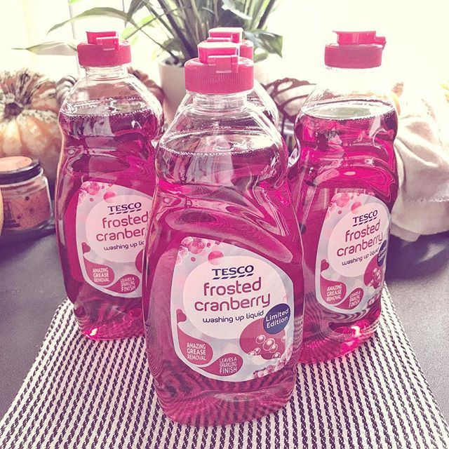 ITS BACK 🙌🏼this stuff is amazing and only 50p a bottle can't wait for the winter spice in Sainsbury's love this time of yeah and I'm not going to apologise for the shopping spam I'm about to unleash on you all 😆 . . . . . #tesco #washingup #frostedcranberry #cleaning #winter #frosted #clean #cleanhouse #cleanliving #smellssogood #homedecor #homegoods #homeinspo #interiors #autumn #autumn🍁 #autumnal #cranberry #christmas #limitededition #cleanhome #cleanhouse