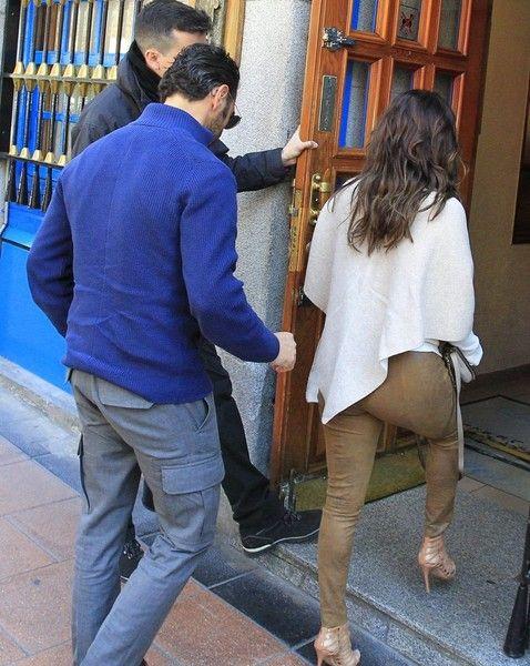 Eva Longoria Photos Photos - Actress Eva Longoria and her boyfriend Jose Baston are seen eating lunch in Madrid, Spain on April 2, 2016. - Eva Longoria And Jose Baston Grab Lunch In Madrid