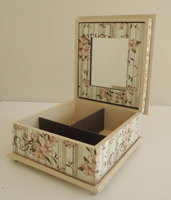 caixa-para-maquiagem-com-espelho-rosa