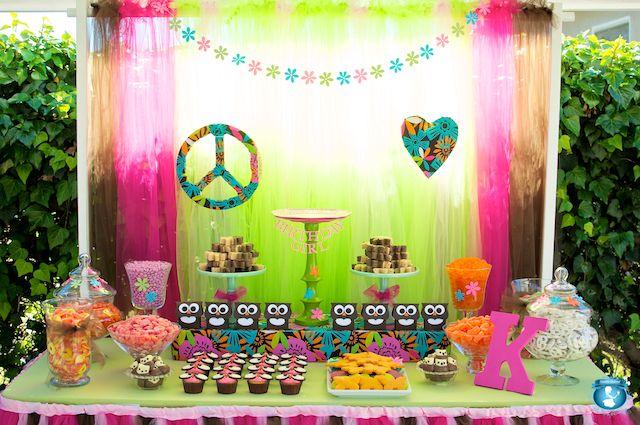 Una mesa bohemia y colorida, para una fiesta hippie o una fiesta buho! / A colourful owl-hippie dessert table - bohemian and modern at the same time!
