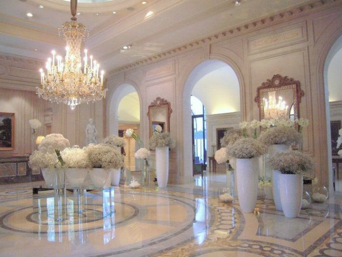 World s best hotel lobby designs seasons four seasons for Hotel design paris 7