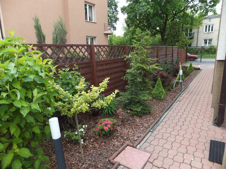 Wejście do ogrodu od strony ulicy.