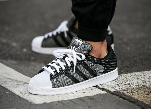Découvrez la Adidas Superstar Weave Black White, une basket en toile tissée  blanche et noire