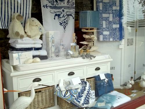 Aux Galets Bleus : déco, cadeaux, souvenirs estampillés Plougasnou, patines de meubles,...