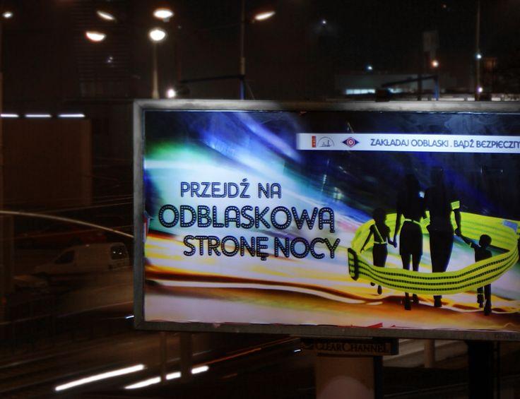"""KAMPANIA SPOŁECZNA outdoor w Gdańsku """"PRZEJDŹ NA ODBLASKOWĄ STRONĘ NOCY"""" jest obecna na nośnikach #ClearChannel #CityboardMedia, #Outdoor3Miasto #Stroer #AMS.  #ads #kampania #społeczna #social #campaign #outdoor #ads #projektowanie #design #night #traffic #safety #bezpieczenstwo #miasto #gdansk #trojmiasto #reklama #zewnetrzna #cytaty #quotes #copywriting #marketing"""