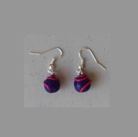 Boucle d'oreille perle prune et fushia : Boucles d'oreille par ludifimo
