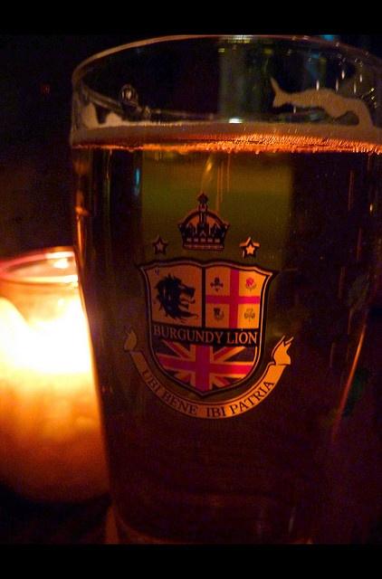 pub burgundy lion, rue notre dame, montreal - Joe Beef guys pub