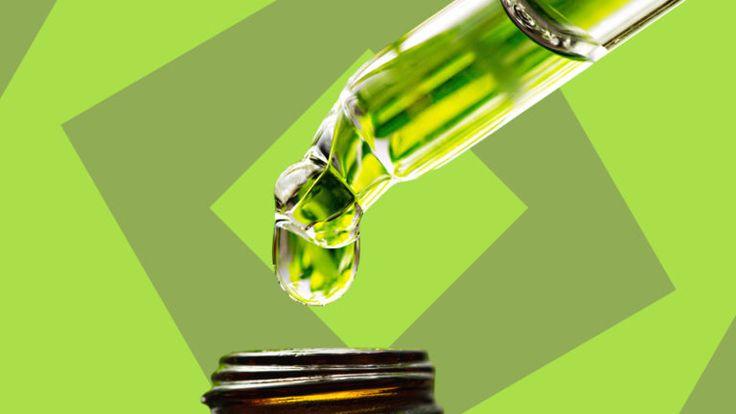 Ein Tropfen Medizin aus einer Pipette - Homöopathie kann die Geburt erleichtern.
