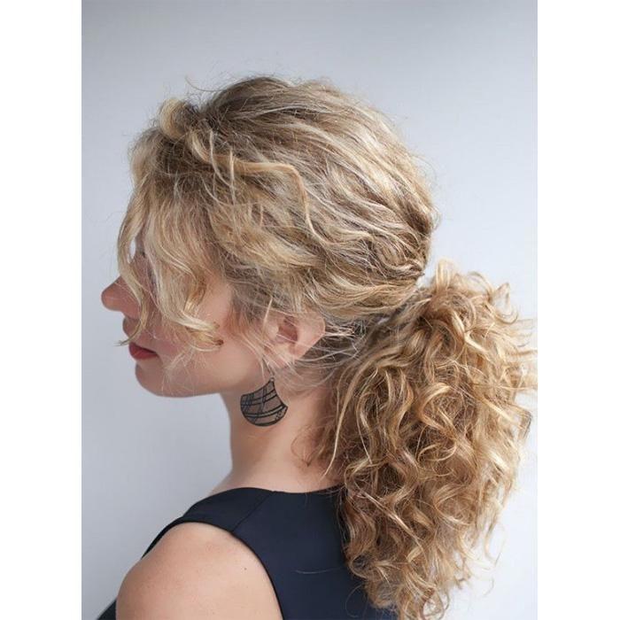 25 best ideas about queue de cheval de cheveux fris s sur pinterest coiffures en queue de. Black Bedroom Furniture Sets. Home Design Ideas