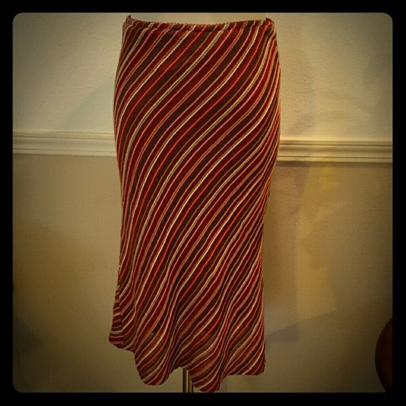 """Knit skirt in burnt orange, fully lined. This gorgeous skirt is a burnt orange with dark gray, tan, peach, soft grays worked in. Very stretch and fully lined. Size is I believe a small or medium. Ive had it several years but only worn a few times. Dry clean or hand wash. Acrylic with a polyester lining. Super soft. I love this skirt and wish i could still wear it. 28"""" waist stretches to 34"""" 41"""" hem opening 25"""" length Lining stops 3"""" from bottom of knit outer layer fumbling foe Skirts A-Line…"""