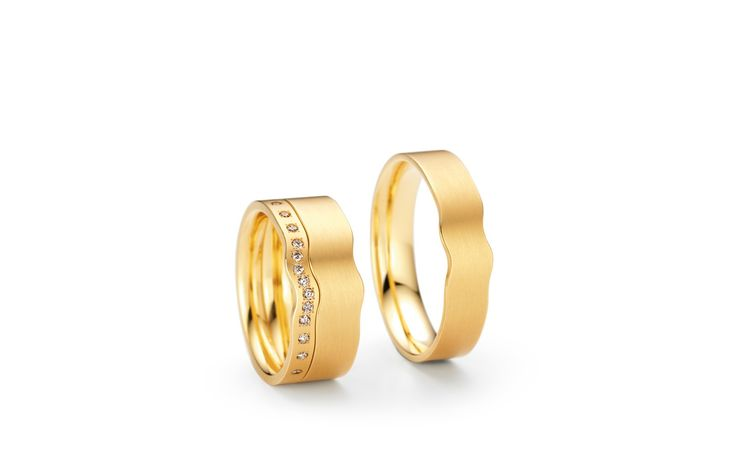 Wedding Ring Niessing SwingRing is the symbol of perfect harmony between two lovers moving in the same rhythm. Available from www.davidsonjewels.com