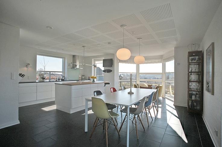 Flot køkken... klik for at se fotos af boligen: http://www ...
