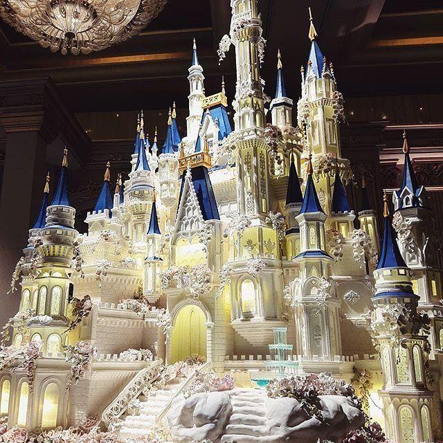 Wowing us for our #WeddingWednesday is this#Disney Castle inspired wedding cake by @lenovellecake.#weddinginspo