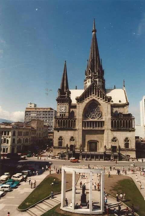 Manizales, catedral , parque Bolívar de 1980