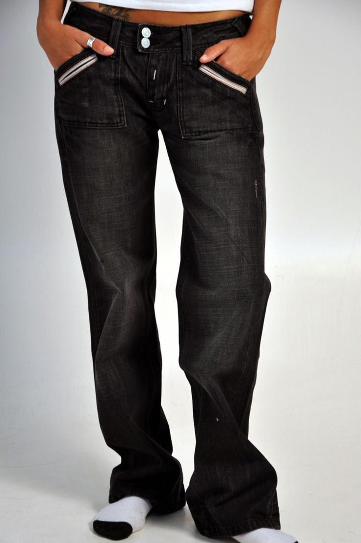 Jeans Superdry con dettagli in bianco sulle tasche