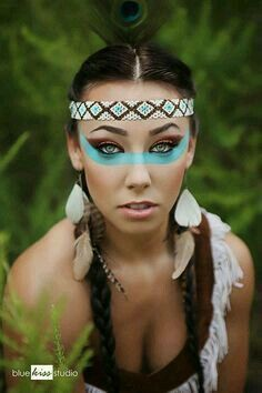 Simple yet beautiful Indian face paint