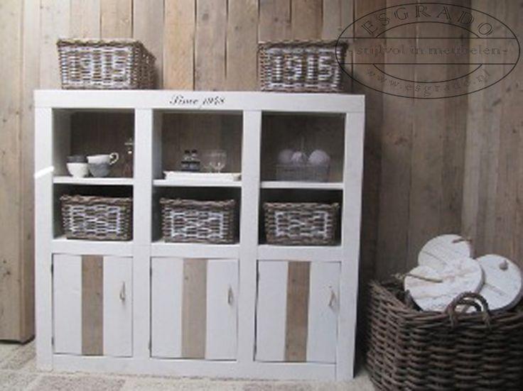 Steigerhout kastje voor in de babykamer.