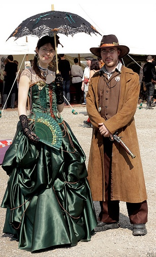 Steampunk -I am looking for green inspiration for an Absinthe/Steampunk look for Wildflower's Art & Absinthe nights.