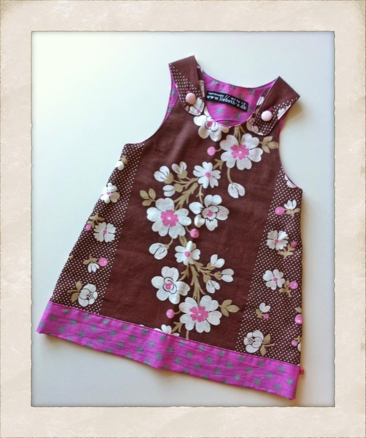 Sød lille kjole til min lille pige, lige sagen til en søndag hvor man skal holde 1 års fødselsdag ;0) - Handmade by LS www.lisbeth-s.dk