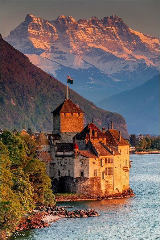 The Château de Chillon is an island castle located on Lake Geneva, south of… http://itz-my.com