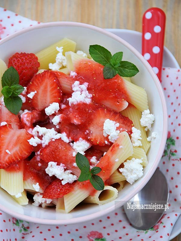 Makaron z truskawkami i twarożkiem, makaron z truskawkami, makaron z twarożkiem, makaron, penne, http:najsmaczniejsze.pl #food #makaron #obiad