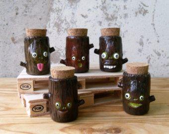 Piccolo alterato vetro bottiglia - Whimsical polimero argilla pozione bottiglia - Halloween Decor - piccoli decorativo flacone - strega cucina Decor - OOAK