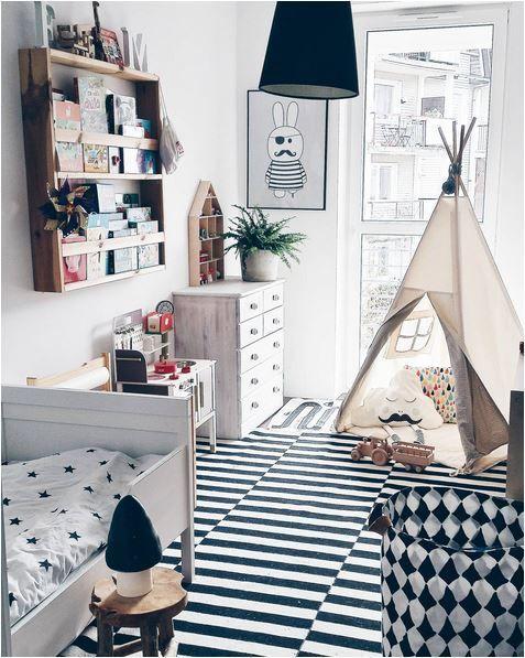 sch nes kinderzimmer in schwarz weiss babyyy. Black Bedroom Furniture Sets. Home Design Ideas