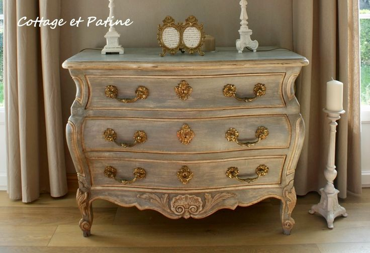 Blue & white painted, distressed French chest / dresser. DIY instructions on website (Use Bing Translator to translate to English).