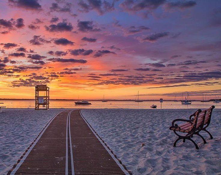 "189 mentions J'aime, 4 commentaires - Newport, RI (@newportrhodeisland) sur Instagram : ""Sunrise at Peabody's Beach #newportrhodeisland #newport #NewportRI #regram @suemc11"""