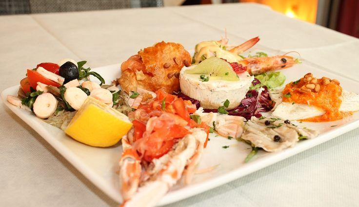Favolosi antipasti vi aspettano, al #molo95 a #rimini nella splendida cornice del ristorante #mareeluna #pescefresco #gusto