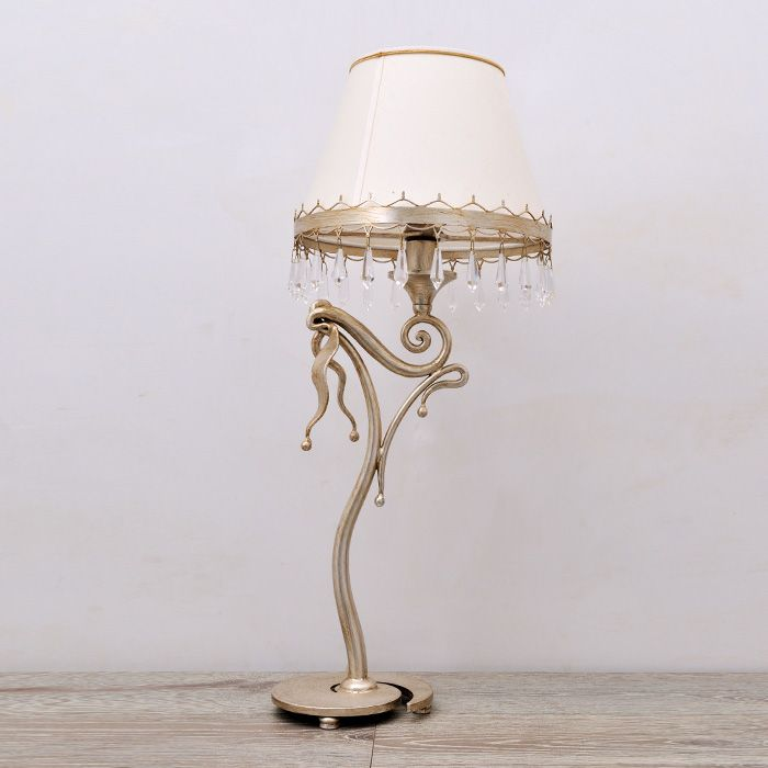 Table lamp made entirely in wrought iron and decorated with Swarovski crystals. Attention to hand-forging detail and artistic finishing make this product unique - See more at: http://www.montaltolamp.com/en/fracci#sthash.exaNdCO8.dpuf