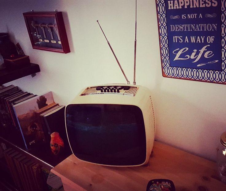 Vintangelove♡ La vecchia tv Indesit dei nonni.