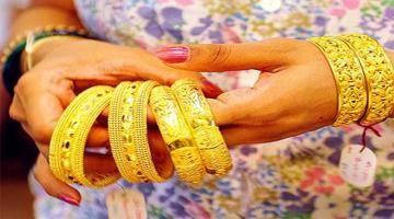 Gold near 2-1/2 week high on U.S. rate expectations Read complete story click here http://www.thehansindia.com/posts/index/2015-03-25/Gold-near-2-12-week-high-on-US-rate-expectations-139762