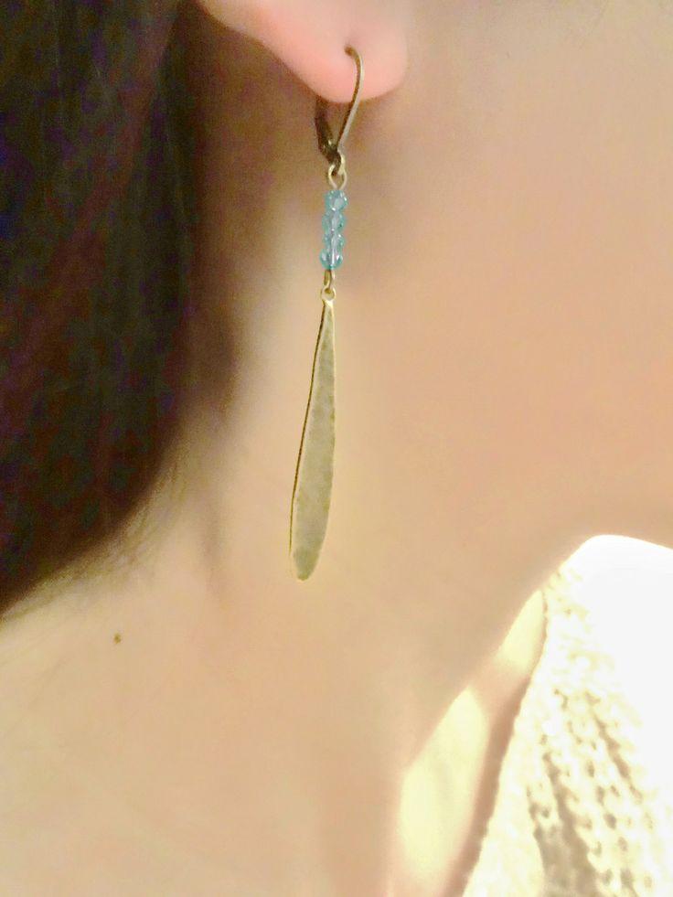 Boucles d'oreilles gouttes bronze avec perles toupies turquoise en cristal swarovsky 3mm : Boucles d'oreille par les-bijoux-d-aki