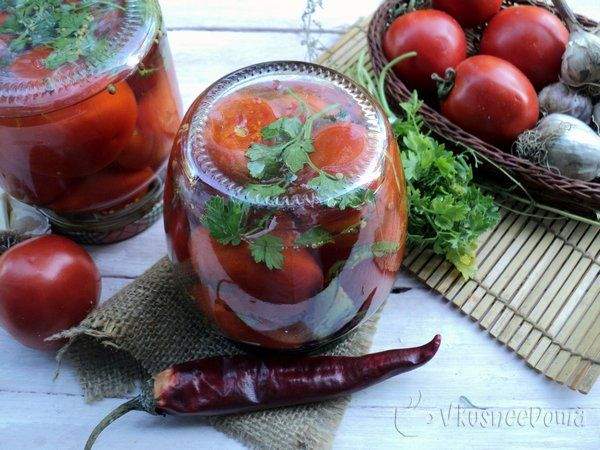 Рецепт помидоров на зиму острые.Ароматы чеснока и острого перца…