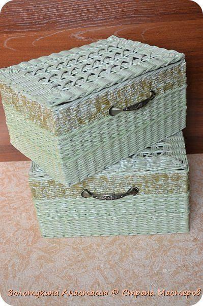 Заказали две корзины под документы , формат А4 , высота 22 см . Решила сделать внутри картонаж , сверху оплести бумажной лозой . Вот что у меня из этого получилось . фото 1