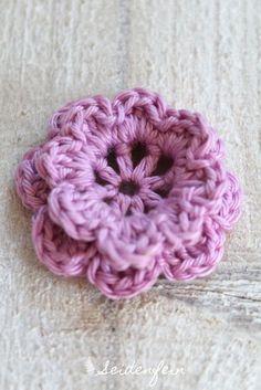 Anleitung für die Häkelblüte Frieda * Crochet flower Frieda Tutorial | seidenfein 's Dekoblog | Bloglovin'