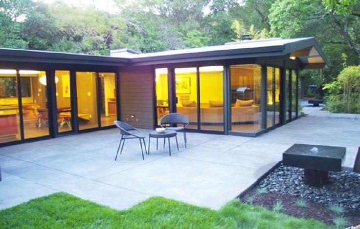 Concrete Patio Flooring With Various Size Slabs ~ http://lanewstalk.com/various-options-of-concrete-patio-designs/