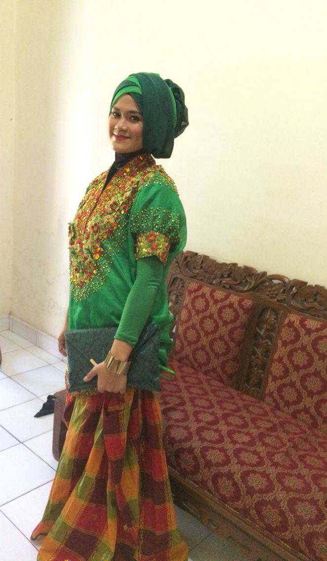 I wearing tradisional attire baju bodo