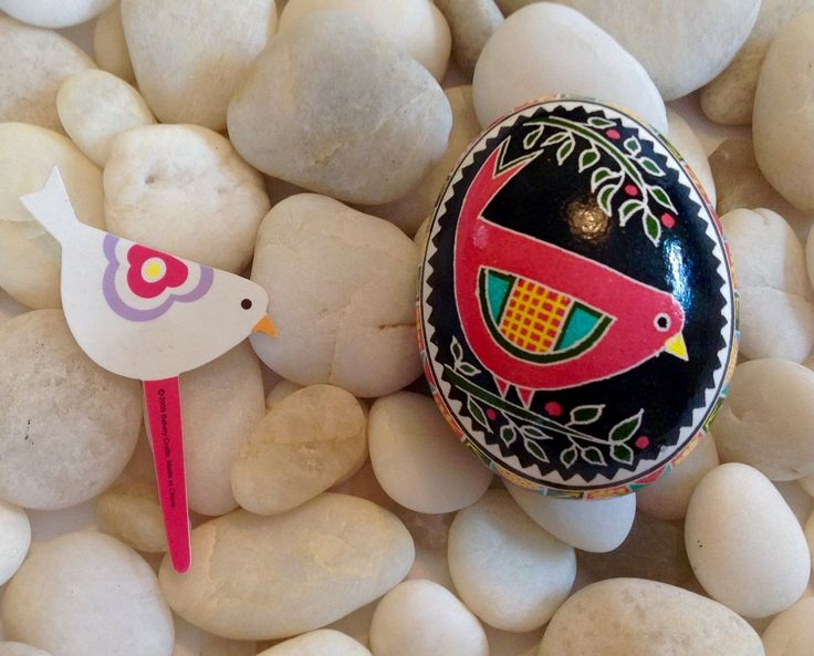 Pysankar, Sharon Dunscombe, finds her designs in many different places! A little bird pick.