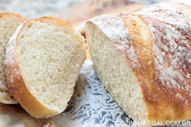 Qualquer um pode fazer este pão. Ele é simplesmente infalível, não precisa sovar e tem o sabor único do pão artesanal. Tenha pães fresquinhos sem muito trabalho e sujeira. É só misturar todos os ingredientes e voilà! Pão artesanal sem sova rápido e fácil.