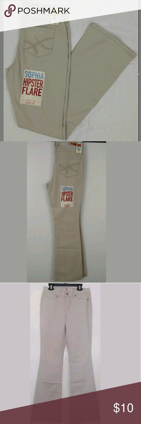 """Junior Girls School Pants L.E.I. Sophia Hipsters Juniors Khaki Flared Jeans / Pants(Junior Girls)   Size 3   Inseam: 31.5""""   Brand new with tags.   Great for casual wear, school uniforms, or dressy casual wear! l.e.i Pants Boot Cut & Flare"""