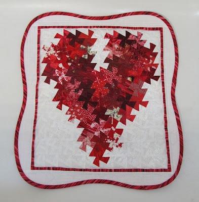 Patchouli Moon Studio: Itty Bitty Heart Twister Quilt