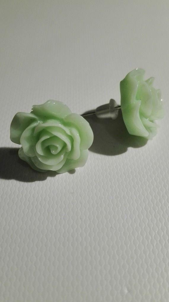 Boucles d'oreilles clou en forme de rose - vert clair 10mm