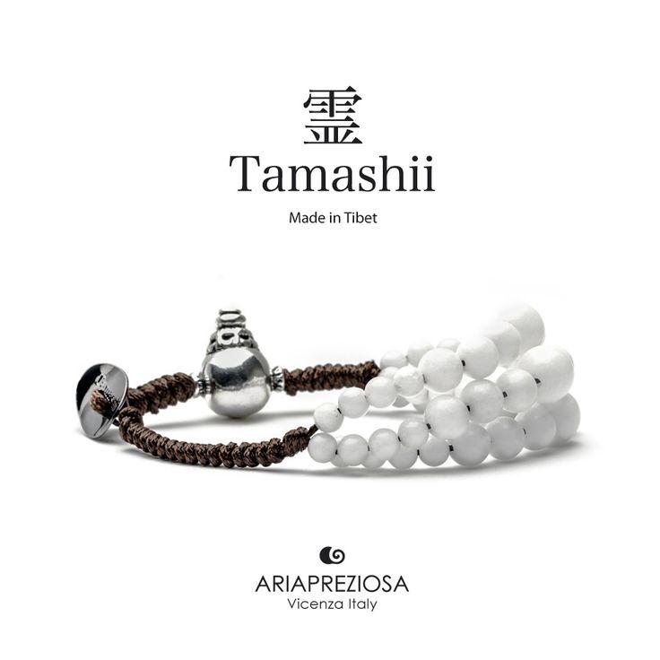Bracciale Tamashii Dul Ba originale realizzato con pietre naturali AGATA BIANCA.  Composto da 3 file di pietre, simboleggia la disciplina, che nel buddismo assume l'accezione di equilibrio.