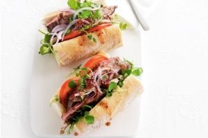 Beef baguettes with mustard and cranberry dressing