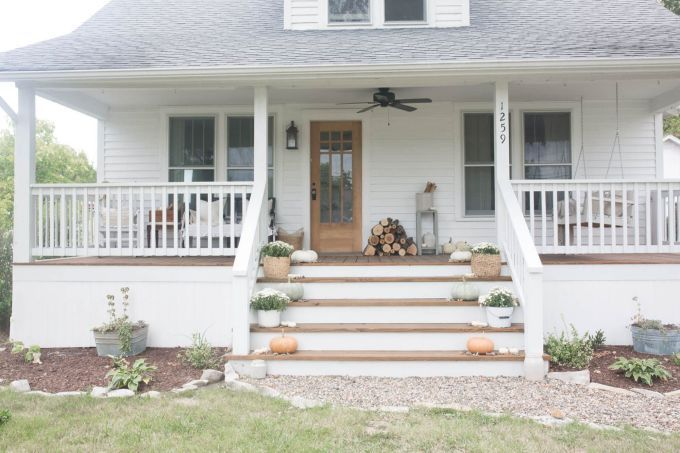 15 Wonderful Farmhouse Front Porch Ideas For More Homely Dehoom In 2020 Front Porch Design Farmhouse Front Porches Porch Design