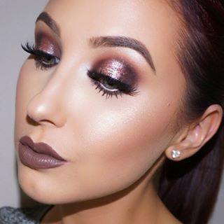 When she slayed the sparkly cranberry eyeshadow game: | Community Post: 19 Times Jaclyn Hill Was The Queen Of Makeup
