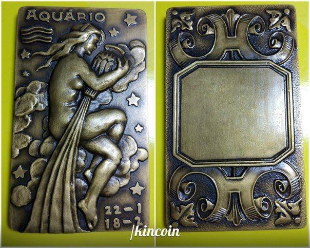 Настольная медаль оригинальной прямоугольной формы. Знак зодиака водолей. Автор M.Norte, так же стоит клеймо фирмы GRAVARTE  aquarius medal gravarte
