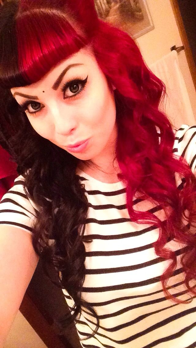 Half red half black hair with bangs | Scene hair/style ...